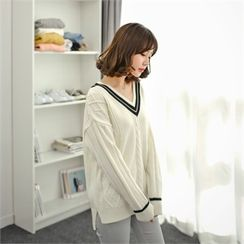 Styleberry - V-Neck Contrast-Trim Cable-Knit Top