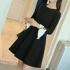 Queen Bee - Bell-Sleeve Long-Sleeve Dress
