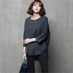 HALUMAYBE - 3/4-Sleeve Slit-Back Top