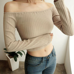 chuu - Off-Shoulder Cropped Ribbed Top