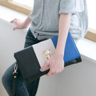 CatWorld - Fox-Accent Color-Block Clutch
