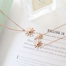 MOMENT OF LOVE - Flower Pendant Necklace