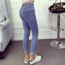 RUI - Distressed Cropped Jeans