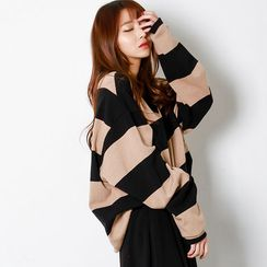 FASHION DIVA - V-Neck Stripe Oversized Pullover