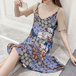 Queen Bee - Set: Short Sleeve T-Shirt + Floral Print Spaghetti Strap Chiffon Dress