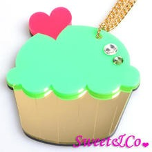 Sweet & Co. - Sweet&Co. XL Mirror Green Cupcake Gold Necklace