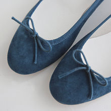 DAILY LOOK - Bow-Detail Genuine Suede Flats