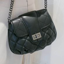 Axixi - Quilted Cross Bag